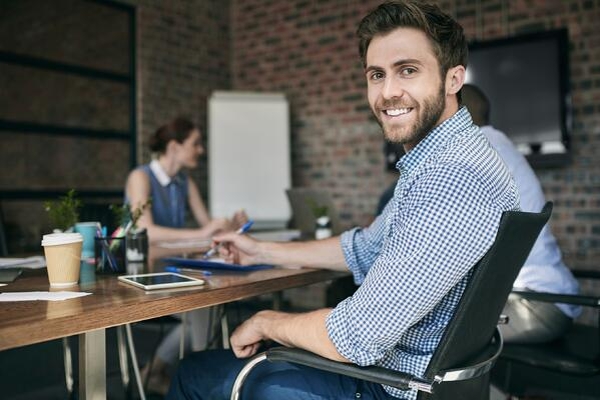 Employee_at_Desk